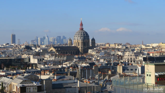L'Eglise Saint-Augustin et au loin La Défense, depuis la terrasse panoramique du Printemps