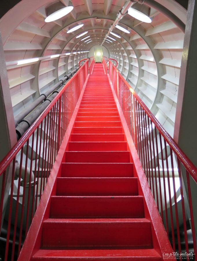 Escalier des sphères de l'Atomium de Bruxelles #3