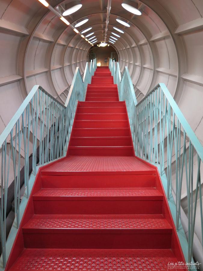 Escalier des sphères de l'Atomium de Bruxelles #1