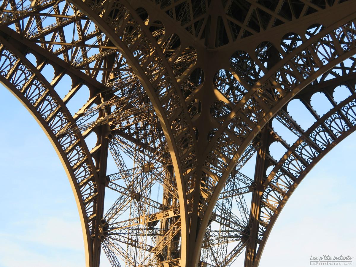 Détail de la structure de la tour Eiffel