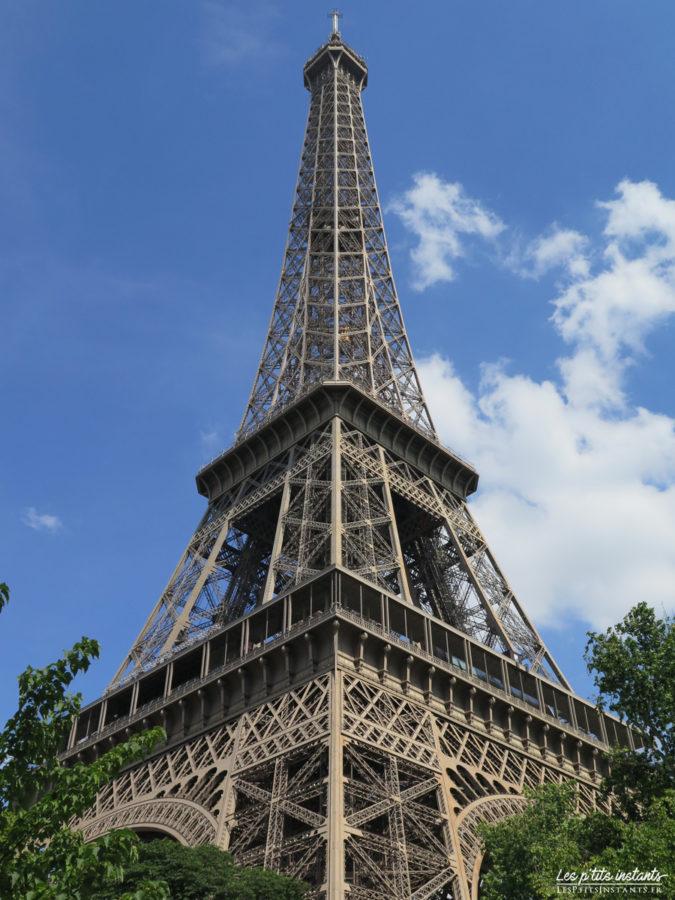 La tour Eiffel en été